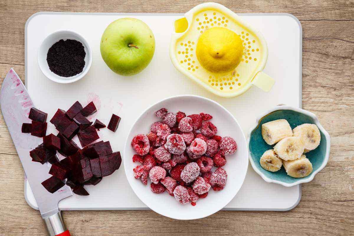 Raspberry Banana Detox Smoothie Recipe
