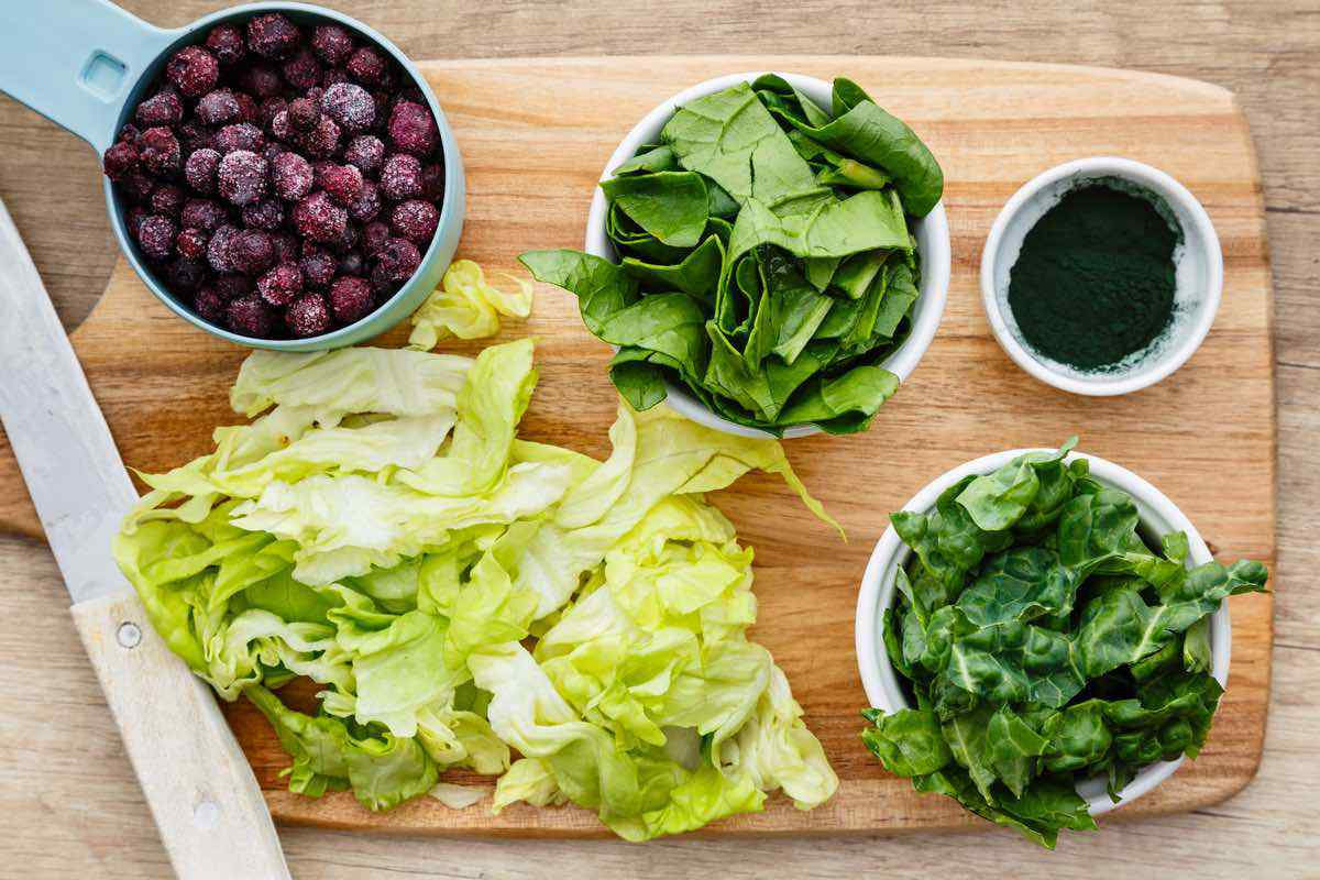 Superpowered Kale Smoothie for Slimming Down and Dropping Weight