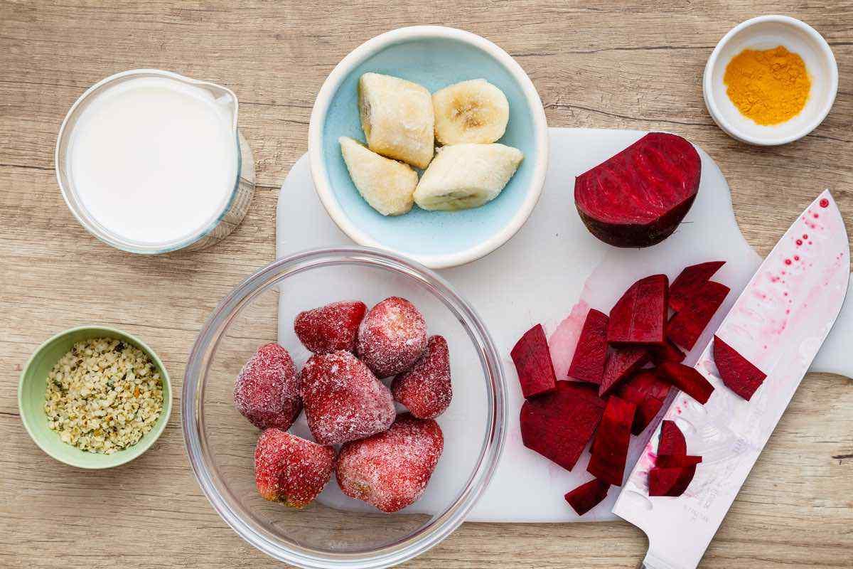 Strawberry Banana Detox Smoothie