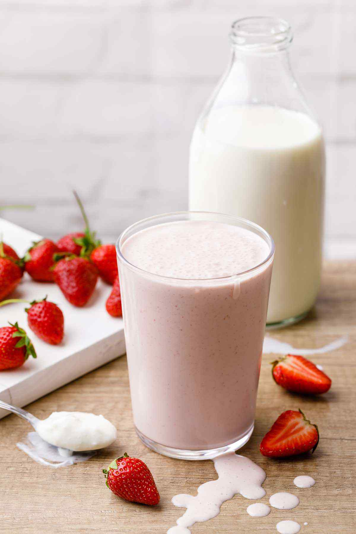 Easy 3-Ingredient Strawberry Smoothie