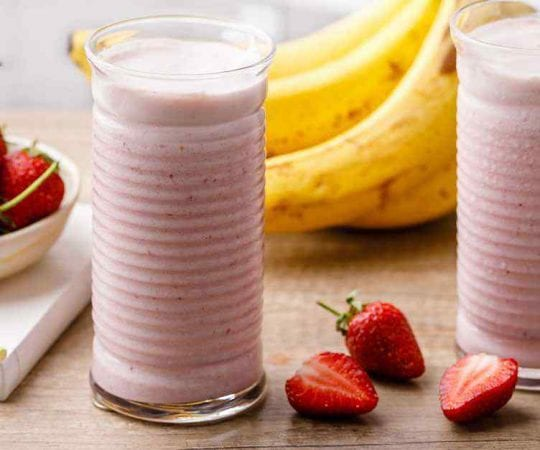 Easy 3-Ingredient Strawberry Banana Smoothie