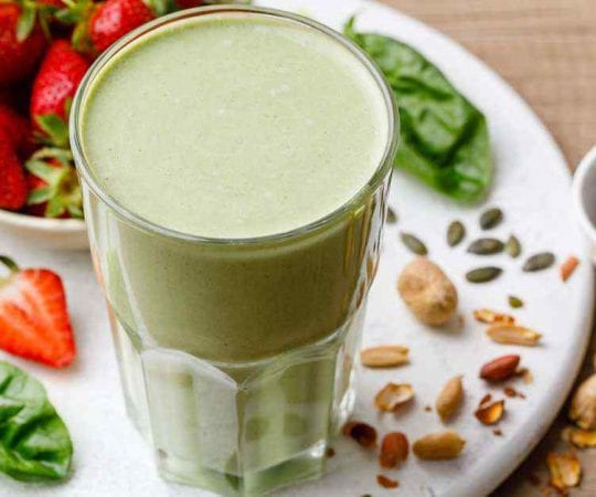 Spinach Strawberry Green Smoothie