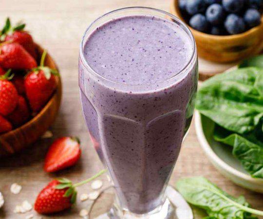Berry Spinach Breakfast Smoothie