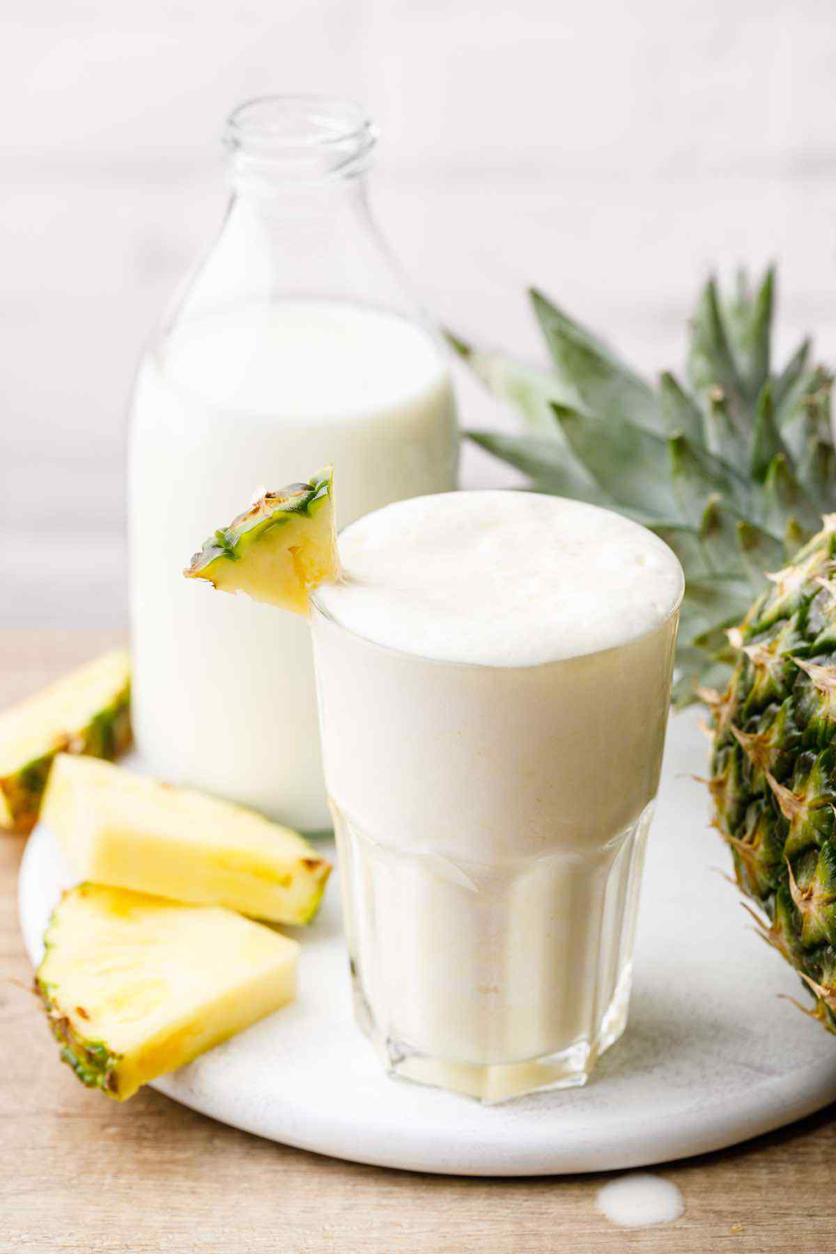 Easy 4-Ingredient Pineapple Smoothie Recipe