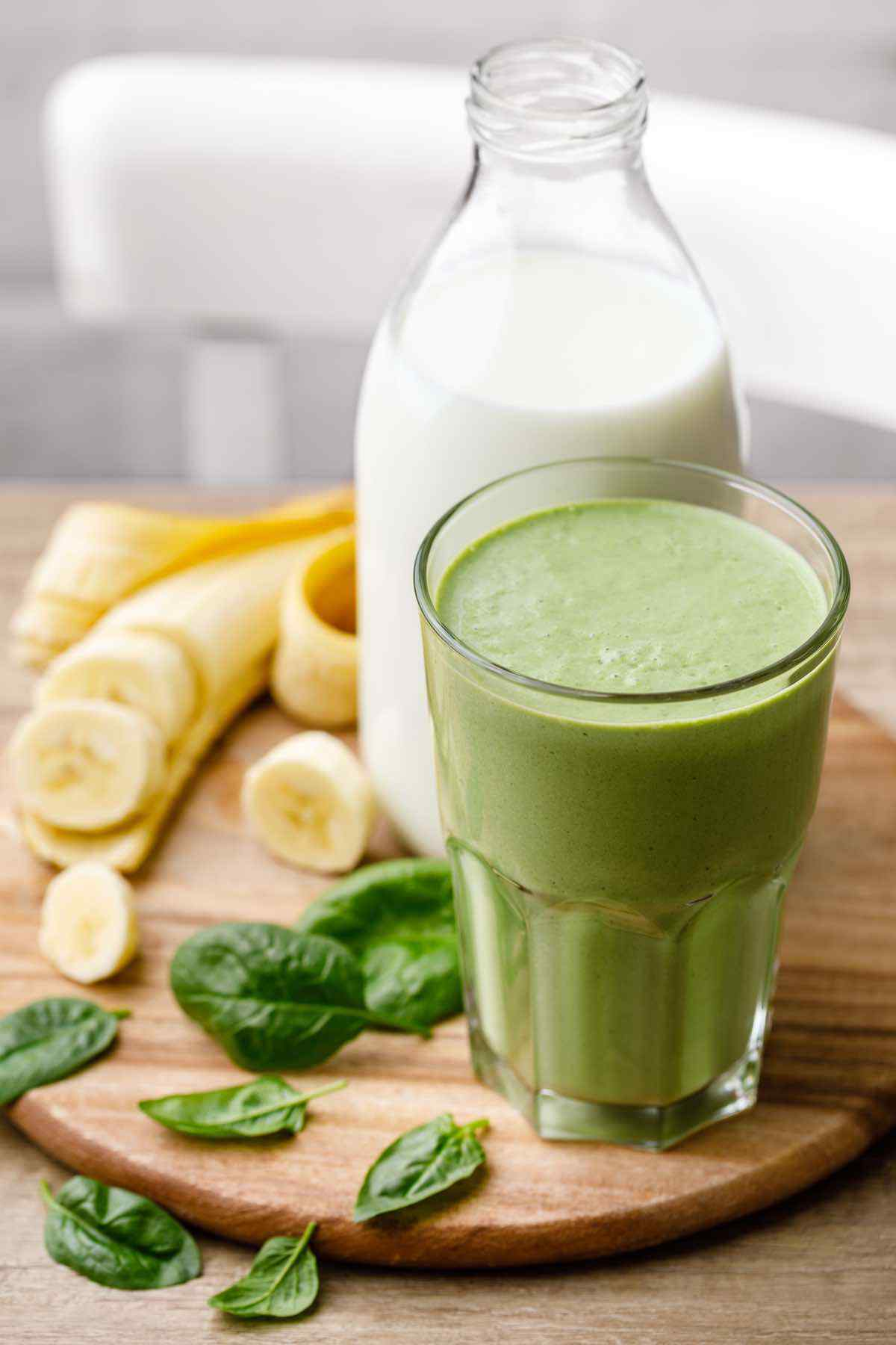 Easy 5-Minute Spinach Banana Smoothie