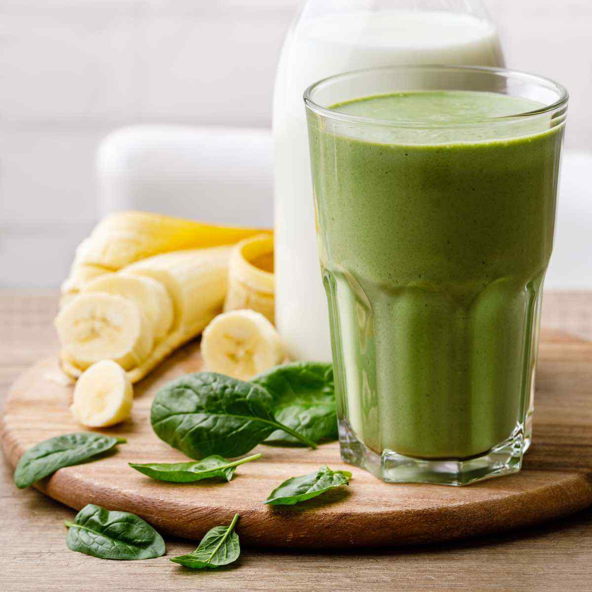 5-Minute Spinach Banana Smoothie (Easy Recipe!) - Blender Balance